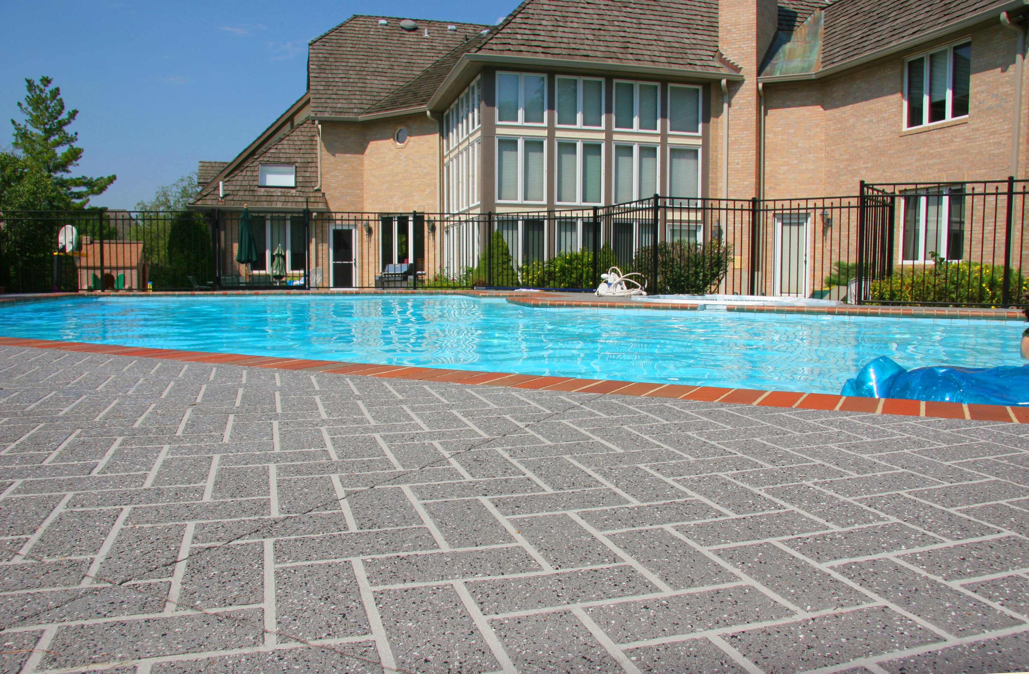 acrylic-cement-coating-pool-deck