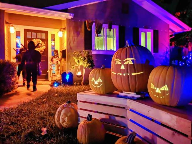 halloween house lighting