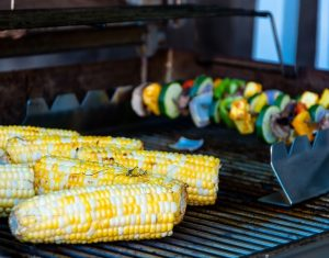 corn cob grill with veggies